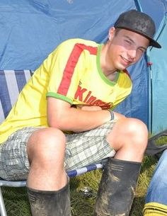 Cap, yellow shirt, checkered shorts and . . . best of all, wellies