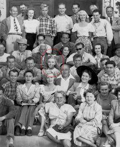 """Image - 1948 / Première apparition de Marilyn dans le film """"Scudda hoo ! Scudda hay !"""" ; Marilyn (non citée au générique) tint son premier rôle au cinéma dans ce film en Technicolor relatant l'histoire d'une famille de fermiers qui se querelle sur la meilleure façon de s'occuper des mules (le titre du film fait allusion au cri traditionnel utilisé pour aiguillonner les attelages des mules). Marilyn tourna deux scènes. Dans l'une elle était dans un canot avec une autre starlette ; dans…"""