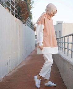 Hijab Style Hijab Outfit Hijab fashion Source by fashion hijab Hijab Casual, Modest Fashion Hijab, Street Hijab Fashion, Hijab Chic, Muslim Fashion, Modest Outfits, Casual Outfits, Fashion Outfits, Muslim Girls
