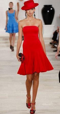 Valentino lace dress Fashion Moda, Red Fashion, Fashion Show, Fashion Dresses, Womens Fashion, Latest Fashion, Fashion Spring, Runway Fashion, Fashion Trends