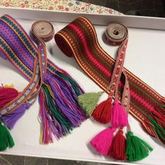 Forklebånd og belter til beltestakk Color Shapes, Norway, Tassel Necklace, Tassels, Projects To Try, Weaving, Colours, Band, Jewelry