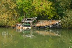 Abandoned boat along the river Isis. Iffley, Oxford, England. Photo by Danny Chapman on Flickr.