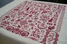 Broderie rouge en point de croix du marquoir nomé Letter Chaos Sampler de Clorami Designs