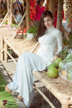 Vietnamese Traditional Dress, Traditional Dresses, Vietnam Girl, Sexy Asian Girls, Hot Girls, Ao Dai, Hottest Models, Asian Fashion, Women's Fashion