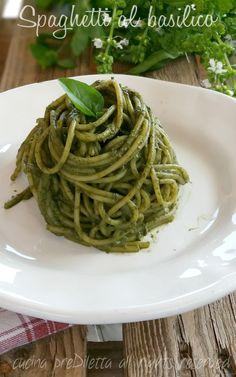 Spaghetti al basilico, ricetta, cucina preDiletta. Ingredienti (4 persone):  spaghetti, g 350 basilico fresco, g 120 (solo le foglie) olio extravergine d' oliva, 4 cucchiai ghiaccio, 2 cubetti sale, q.b.