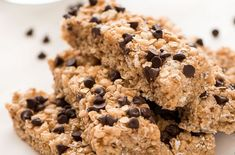 The best homemade chocolate chip bars (NO COOKING)! Gourmet Recipes, Sweet Recipes, Cake Recipes, Dessert Recipes, Desserts, Soup Recipes, Homemade Chocolate Chips, Chocolate Chip Bars, Granola Barre