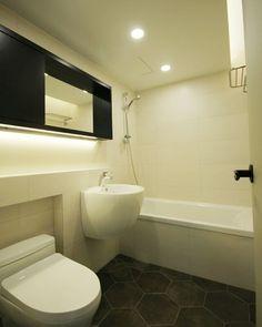 On instagram by yooranshim #homedesign #contratahotel (o) http://ift.tt/1KWcRIE 육각타일이 아니라 이건 빈티지 육각타일이지  Designed by Roydesign  #육각타일 #욕실인테리어 #interior #interiordesign #bathroom #인테리어디자인 #인테리어 #homedecor