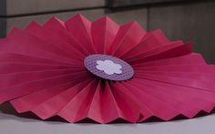 Flor de papel: um enfeite lindo feito através da arte da dobradura.