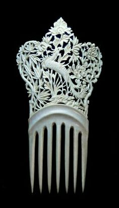 Chinese ivory hair comb, made for export to the Victorian market. Griffin were an especially popular theme. Vintage Hair Combs, Vintage Hair Accessories, Bridal Accessories, Wedding Jewelry, Antique Jewelry, Vintage Jewelry, Bijoux Art Nouveau, Hair Jewels, Barrettes