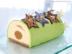 Yule Log with Granny Smith Apple Mousse - Our recipe with photos - Meilleur du Chef Easy Apple Cake, Apple Cake Recipes, Apple Desserts, Dessert Recipes, Vegetarian Sweets, Jewish Apple Cakes, Baking School, Log Cake, Book Cakes