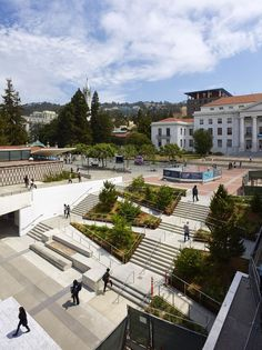Gallery of Lower Sproul Redevelopment / Moore Ruble Yudell Architects and Planners - 2 - Baustil Landscape Plaza, Landscape Stairs, Landscape And Urbanism, Landscape Architecture Design, Urban Landscape, Landscape Bricks, Landscape Designs, Villa Architecture, Classical Architecture