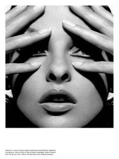 Linda Evangelista por Mert Alas y Marcus Piggott 2001 Linda Evangelista, Beauty Photography, Fashion Photography, White Photography, Kara Young, Knight Models, Copper Red Hair, Tatjana Patitz, Christy Turlington