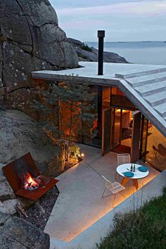 Cabin Knapphullet by Lund Hagem, Stepped concrete roof creates seaside viewpoint atop Norwegian retreat Lund, Norway House, Design Exterior, Cabins In The Woods, Beautiful Homes, Architecture Design, Hotel Architecture, Villa, House Design