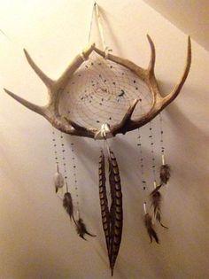 Deer antler dream catcher DIY anyone! Antler Crafts, Antler Art, Diy And Crafts, Arts And Crafts, Deer Horns, Deer Skulls, Creation Deco, Native American Art, Wiccan