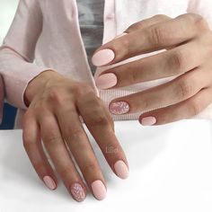 Semi-permanent varnish, false nails, patches: which manicure to choose? - My Nails Nail Shapes Squoval, Nails Shape, Ten Nails, Nagel Bling, Chrome Nails, Nagel Gel, Manicure And Pedicure, Nails Inspiration, Beauty Nails