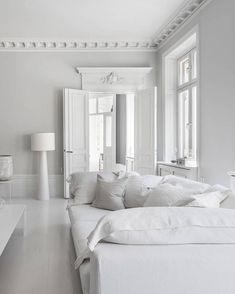 white furniture Classy home in black an - furniture White Furniture, Living Room Furniture, Furniture Design, Living Room Decor Traditional, White Interior Design, White House Interior, Mediterranean Decor, Mediterranean Architecture, White Houses