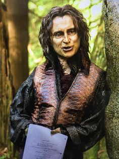 "Robert Carlyle via Twitter - 27 Sept. 2015 - ""What are we waiting for..? OUAT Season 5 premiere tonight on @ABCNetwork"""