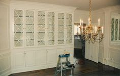 Love a dining room with built-ins. Why hide all your pretty china and crystal in a cabinet when there are glass doors!