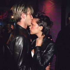 Victoria And David Beckham At The Versace Party, 1999 Victoria And David, David And Victoria Beckham, David Beckham, David Gandy, Victoria Beckham Outfits, Victoria Beckham Style, Celebrity Couples, Celebrity Style, Football Wags