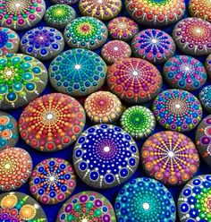 "Mandala actually is a sacred pactice enganged by Tibetan monks and many other cultures. Mandala words originated from classical Indian Sanskrit languange that could be losely means a ""circle"". Here is DIY Mandala Rock Painting Dot Painting, Painting For Kids, Stone Painting, Painting Patterns, Artist Painting, Painting Doors, Interior Painting, Painting Canvas, Stone Crafts"