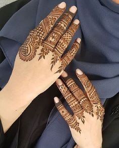 Mehndi design makes hand beautiful and fabulous. Here, you will see awesome and Simple Mehndi Designs For Hands. Henna Hand Designs, Dulhan Mehndi Designs, Mehandi Designs, Finger Mehendi Designs, Henna Tattoo Designs Simple, Engagement Mehndi Designs, Khafif Mehndi Design, Mehndi Designs For Girls, Modern Mehndi Designs