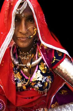 Portrait of an Indian woman from the Thar desert in Rajasthan, India. | © Boaz Images