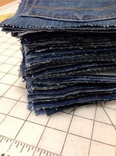 Make an Awesome Water-Resistant Picnic Blanket From Old Jeans 2019 This might be the coolest thing you'll see all day! The post Make an Awesome Water-Resistant Picnic Blanket From Old Jeans 2019 appeared first on Denim Diy. Jean Crafts, Denim Crafts, Recycled Sweaters, Recycled Denim, Fabric Crafts, Sewing Crafts, Sewing Projects, Craft Projects, Craft Ideas