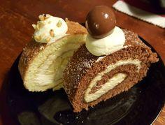 Jotain makeaa teki taas mieleni. Kääretortut ovat helppoja ja nopeita valmistaa, joten ryhdyimpä tuumasta toimeen. Meillä kun tätä populaa p... Cheesecake, Desserts, Food, Cheesecake Cake, Postres, Deserts, Cheesecakes, Hoods, Meals