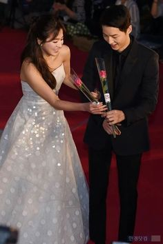 So Sweet Song Joong Ki & Song Hye Kyo at 52nd BaekSang Awards
