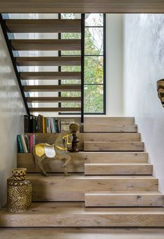 Not very original design, but the natural light is nice! Home Stairs Design, Interior Stairs, Dream Home Design, Home Interior Design, House Design, Cantilever Stairs, Stairway Decorating, Staircase Remodel, Woodworking Furniture Plans