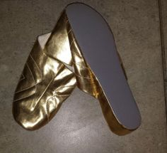 never worn estate auction woman's quilted gold slippers size 8 - 9