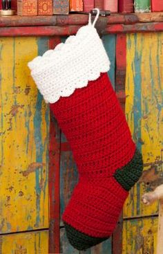 Quick & easy stocking, found on : http://www.redheart.com/free-patterns/quick-easy-stocking