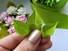 Diy Lace Ribbon Flowers, Fabric Flower Pins, Making Fabric Flowers, Ribbon Flower Tutorial, Fabric Flower Brooch, Paper Flowers Craft, Cloth Flowers, Kanzashi Flowers, Ribbon Art