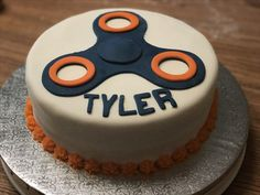 Figit spinner cake with fondant