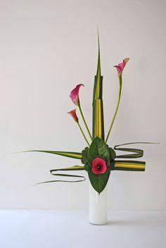 Ikebana moderne par Thai Thomas Mai Van                                                                                                                                                                                 Plus