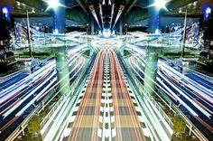 """Avec son projet """"Graffiti of Speed / Mirror Symmetry"""", le photographe Japonais Shinichi Higashinous offre de superbes images de Tokyo, en combinant jeux de sy"""