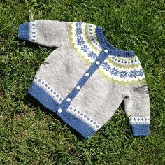 Baby Knitting Patterns Wear Ravelry: Baby Adrian pattern by Trine Lise Høyseth Baby Cardigan Knitting Pattern, Fair Isle Knitting Patterns, Pull Jacquard, Knit Baby Sweaters, Big Knits, Knitting For Kids, Knitting Projects, Knitted Blankets, Baby Patterns