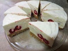 Málnás joghurt tortaMindig van a fagyasztóban paleos keksz darálva,vagy piskóta morzsa,a vejem kérésére készül- sokszor készül pohárkrémmel is .A joghurt receptje itt