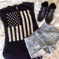 Low- High Patriotic t-shirt Great tee to pair with high waisted shorts, leggings, or even on its own! Looks great when paired with boots. ♡ ➵ Perfect condition ➵ Can fit up to an XL because of the style Tops Tees - Short Sleeve