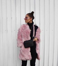 "3,253 likerklikk, 22 kommentarer – Alicia Roddy (@lissyroddyy) på Instagram: ""Hope you all have an amazing New Year I am completely obsessing over this @missyempire coat, link…"""
