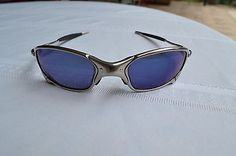 VTG Authentic Oakley Juliet Sunglasses with Original Polishing Pouch    7B036839. Finally ff57f45155