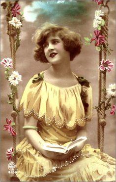 vintage romantique - femme Vintage Photos Women, Images Vintage, Photo Vintage, Vintage Girls, Vintage Photographs, Vintage Children, Vintage Postcards, Vintage Art, Vintage Outfits