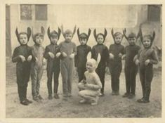 la fête de l'école - Creepy vintage bunnies