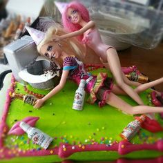 Barbie HA i love this one! Vader Vader A Edgett Drunk Barbie Cake, Barbie Birthday Cake, 21st Birthday Cakes, Barbie Jokes, 21 Birthday, White Trash Party, 21st Bday Ideas, 21st Cake, Holidays And Events