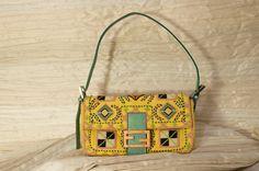 VENDUTO Borsa Fendi Baguette -tessuto e perle-  € 320 per l'acquisto contattaci su info@petitnoir-vintage.it