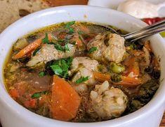 "- Fleischklößchen-Suppe ""Ciorba de Perisoare"" Party Snacks, Pot Roast, Curry, Soup, Beef, Chicken, Dinner, Cooking, Ethnic Recipes"
