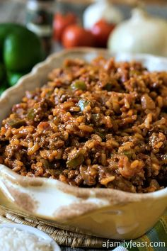 Texas Hash - A quick one-skillet meal the whole family will love! Made with ground beef, peppers, rice, tomatoes and chili powder. (Easy Meal On A Budget Ground Beef) One Skillet Meals, One Pot Meals, Beef Dishes, Food Dishes, Main Dishes, Rice Dishes, Great Recipes, Dinner Recipes, Recipe Ideas