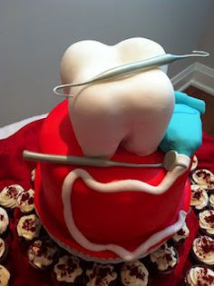 Wow cool dental cake, the tooth and floss are perfect. Children's Dentistry at Hausman Village, pediatric dentist in San Antonio, TX @ www.txkidds.com