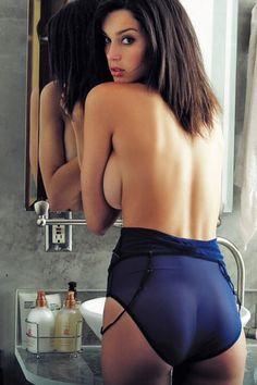 Embrasse mon cul : http://www.jaimetesfesses.com/le-joufflu-extravagant-de-katia/