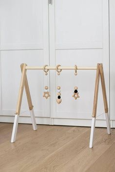 Wooden baby gym, no hangers, only frame + three wooden rings A beautiful handmade wooden baby g Diy Baby Gym, Diy Baby Gifts, Newborn Baby Gifts, Baby Activity Gym, One Month Baby, Diy Bebe, Diy Dog Bed, Teen Decor, Baby Nursery Themes